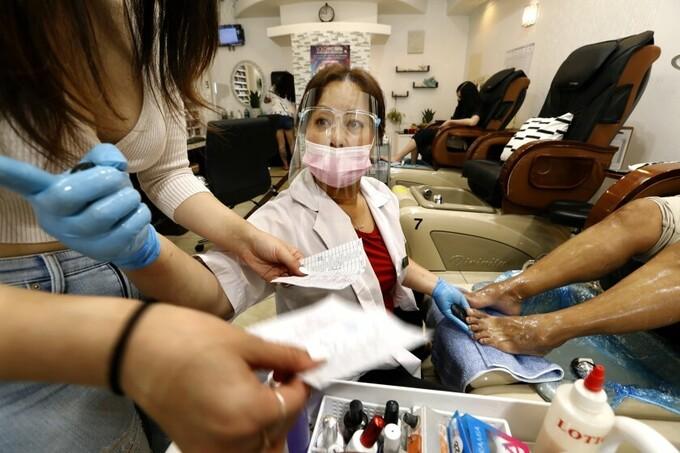 Thợ nail Việt ở California vui mừng ngày tái mở cửa