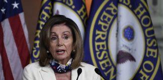 Chủ tịch Hạ viện Mỹ Nancy Pelosi phát biểu tại một cuộc họp báo ở Washington